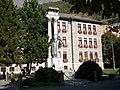 Stadthaus und Gefallenendenkmal Bormio.jpg