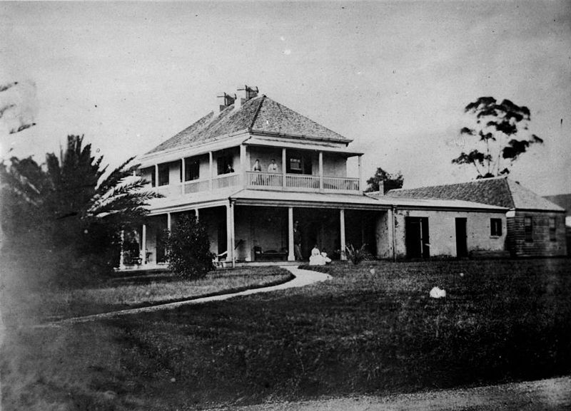 File statelibqld 1 114312 side view of milton house with for Building houses with side views