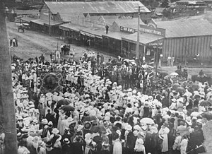 Anzac Day in Queensland - Anzac Day parade on Dee Street, Mount Morgan, 25 April 1916