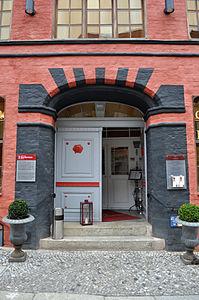 Stralsund, Fährstraße 23, Tür (2012-03-11), by Klugschnacker in Wikipedia.jpg