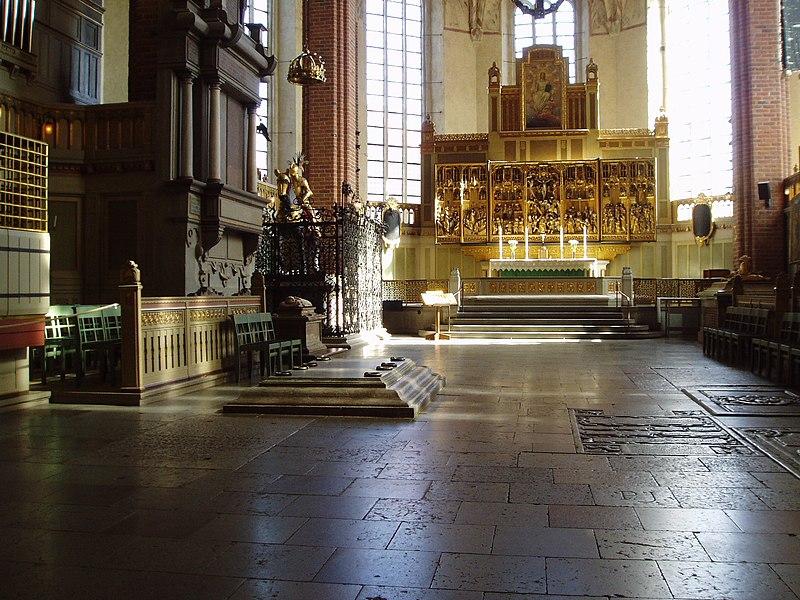 File:Strangnas domkyrka altartavla.jpg
