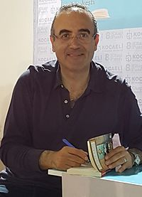 Sunay Akın at Kocaeli Book Exhibition, May 2016.jpg
