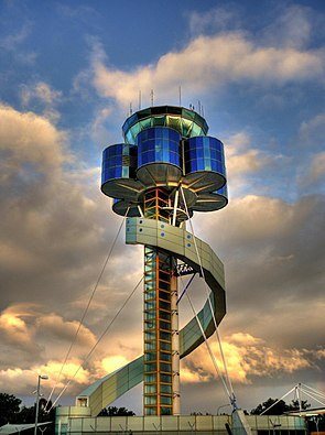 Sydney Airport's control tower.jpg