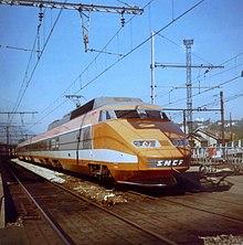 Rame TGV no4 en gare de Chambéry dans les années 1980