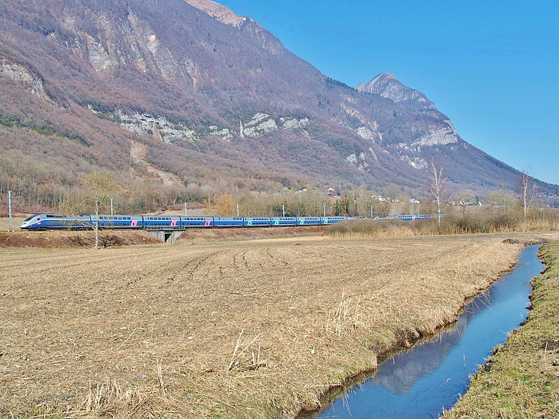 Sight of two French TGVs, on winter service journeys n°5394 and 5393 to Nantes and Rennes in Brittany, here leaving the Alps between Albertville and Chambéry, in Savoie.