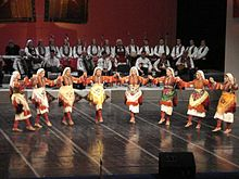 Tanec folk ensemble Macedonia 1.jpg