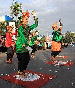 Tari Piring Wikipedia Bahasa Indonesia Ensiklopedia Bebas