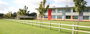 Banbury Academy - The new Stanbridge building at Banbury Academy from south