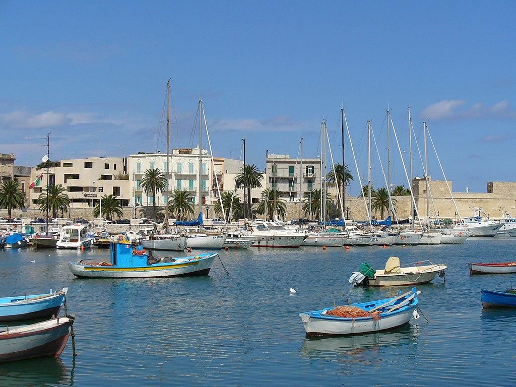 File the port of bari italy l massoptier jpg wikipedia for Lavoro arredatore puglia