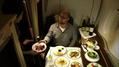 Tobias Deckert in der Suite Class, der teuersten Flugklasse der Welt.png