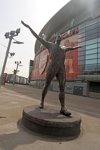 Arsenal F.C. - Tony Adams statue and the Emirates Stadium