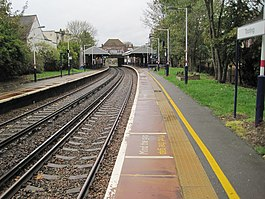 Tooting railway station, Greater London (geograph 4249325).jpg