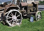 Tracteur McCormick Deering à Pairi Daiza (Be).jpg