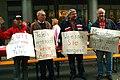 Transparente mit eigenen Fragen und Forderungen vom Arbeitskreis Arbeitslose Linden, hier bei der Solidaritätstafel 2012 in der Georgstraße.jpg