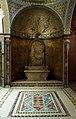Trono con stele in marmo nella sala veneziana della Redershuis van de Koninklijke Belgische Redersvereniging.jpg
