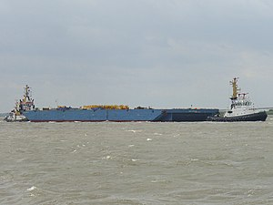 Tugboat Parat with barge.jpg