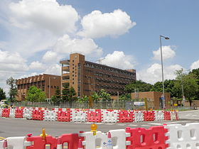 Tung Wah Group of Hospitals Yau Tze Tin Memorial College (sky-blue version).JPG