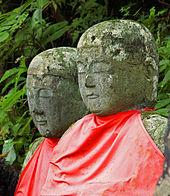 Deux jizō japonais d'aspect enfantin