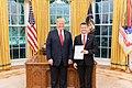 USA president Donald Trump ja Eesti suursaadik Jonatan Vseviov (30882718648).jpg