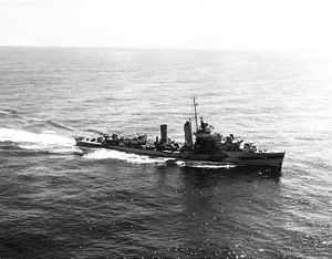 Mahan-class destroyer - Cummings underway in 1944