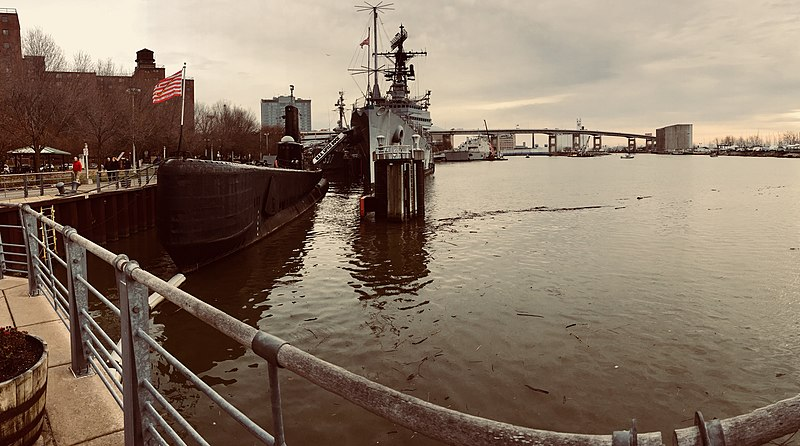 File:USS Little Rock CL-92 in December 2017.jpg