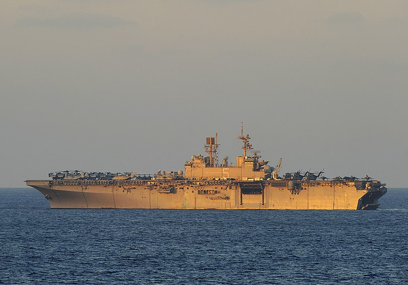 ملف:US Navy 091010-N-5345W-292 The Amphibious Assault Ship