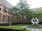 Utrecht Rijksmonument 36265 kloosterhof en -gang met traptoren.JPG
