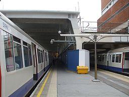 Uxbridge station platforms 3 and 4 look west