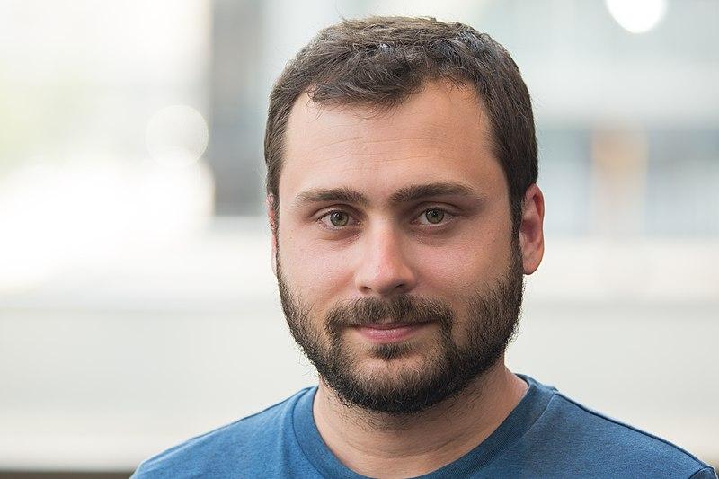 File:Víctor Suárez Piñero.jpg