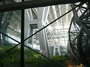 Suvarnabhumi Airport - Border between the concourse and the terminal seen from the arrival area