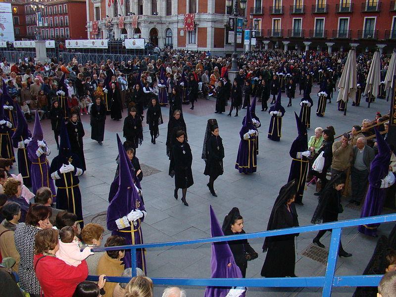 File:Valladolid Cofradia Jesus Nazareno Viacrucis Procesional 02 ni.JPG