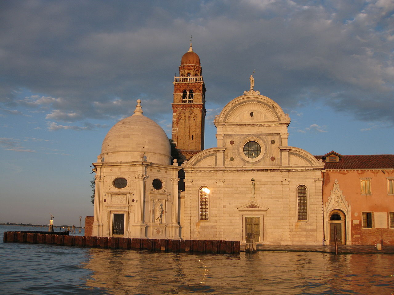 1280px-Venezia_-_Chiesa_di_San_Michele_in_Isola.JPG?uselang=it