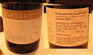 English: Bottle of Verdicchio dei Castelli di ...