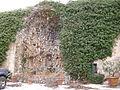 Villa di agnano, cortile 03 grotta.JPG