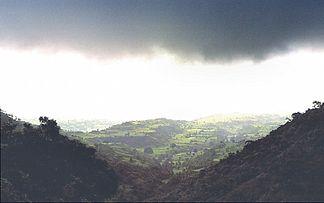 Vindhyagebirge während des Monsuns