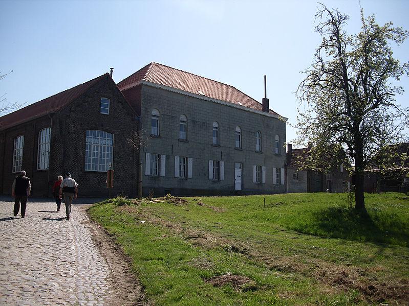 File:Voormalig klooster en school - Melden - België.jpg