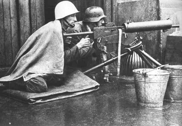Warsaw Uprising by Bukowski - machine gun - 76