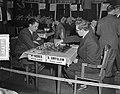 Wereldschaaktoernooi Euwe met gong. Partij Xeres tegen Smyslov, Bestanddeelnr 907-7125.jpg