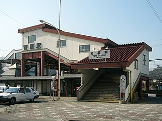 Yorii Station - The south entrance in March 2006, before the addition of lifts