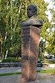 Бюст дважды Героя Советского Союза лётчика-космонавта Н. Н. Рукавишникова 2.jpg