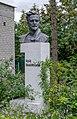 Пам'ятник Ю. Коцюбинському, Чернігів.jpg