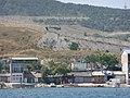 Стены городской крепости, вид с Феодосийской бухты.JPG