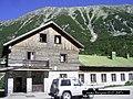 Х.Вихрен,Vihren hut - panoramio.jpg