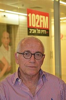 """משה שלונסקי בהקלטת התכנית """"תעודת עיתונאי"""" ברדיו תל אביב, 2013.JPG"""