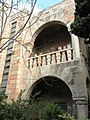 פרט מן החזית האקלקטית של בית ויגאליק בירושלים, שנבנה בשנת 1936.JPG