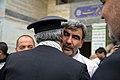 اهداء پرچم حرم علی بن موسی الرضا به هیئت ها یا موکب های مستقر در شهر مهران در ایام پیاده روی اربعین 27.jpg