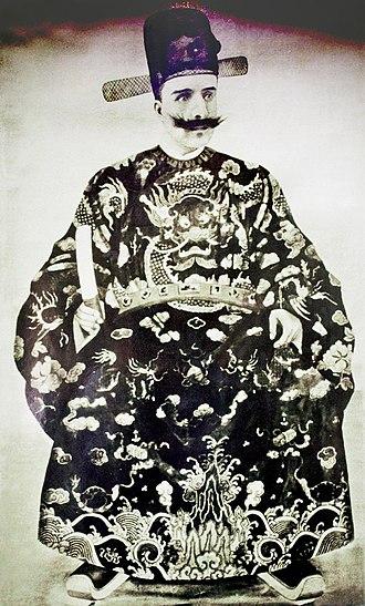 Thành Thái - Image: 方蘇雅(Auguste Francois)曾著越南官服