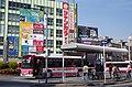 枚方市駅北口バスのりば 2014.3.24 - panoramio.jpg