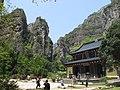 灵岩禅寺 - Lingyan Buddhist Temple - 2010.04 - panoramio (1).jpg