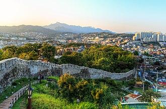 Fortress Wall of Seoul - Image: 한양도성낙산구간